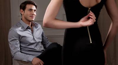 للمتزوجين فقط .. ممارسة الجنس رجل امرأة تفك السحاب السوستة الفستان تخلع woman take off her clothes zipper