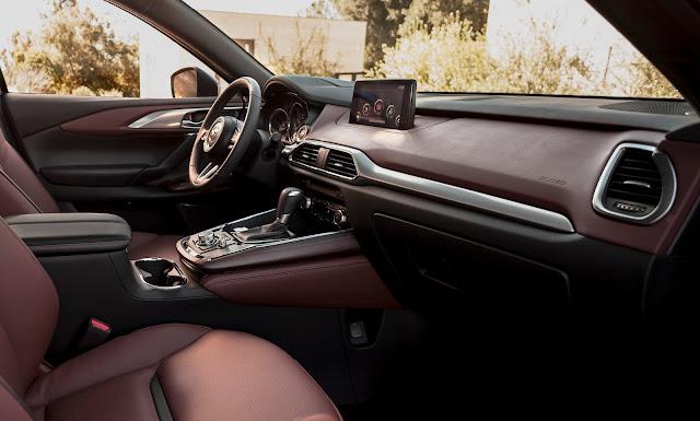 Interior view of 2016 Mazda CX-9 Signature