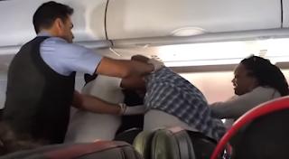 Βίντεο: Μεθυσμένος άνδρας χτυπάει συνεπιβάτη του σε πτήση της American Airlines