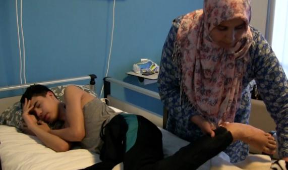 """ضحية """"الرغيف الأسود"""" يجري اليوم الجمعة عمليتين جراحيتين بتركيا"""