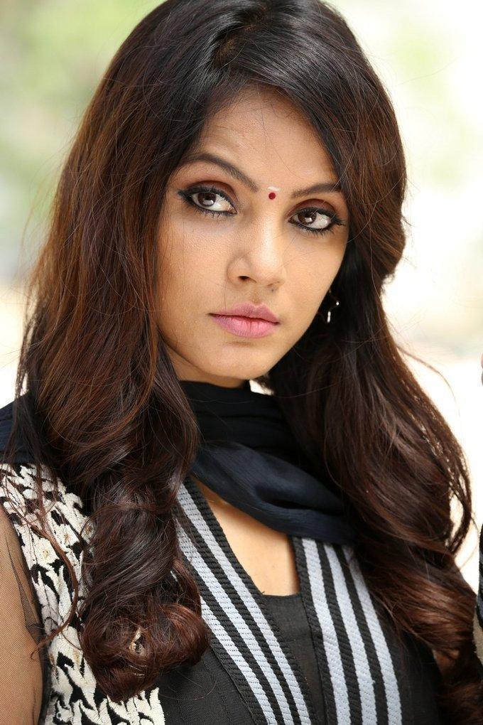 Indian Actress Hot Face Close Up Photos Neetu Chandra