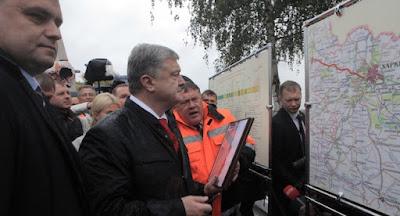 Порошенко відкрив відремонтовану ділянку дороги Харків-Охтирка
