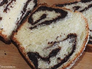 Cozonac cu nuca si cacao reteta desert prajitura dulce copt la cuptor de Craciun Pasti Revelion retete patiserie mancare casa pufos moale fraged cozonaci impletiti,