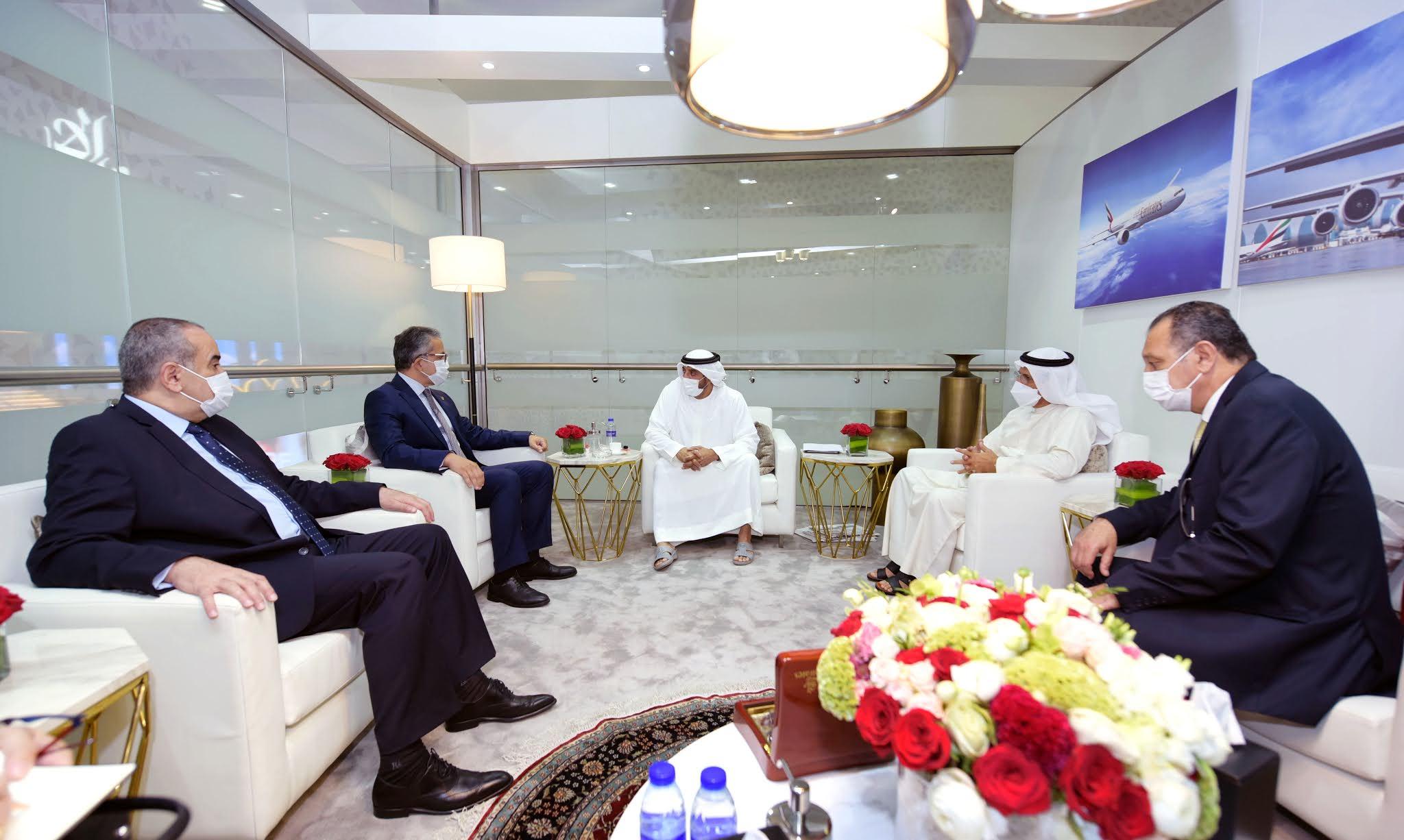 أحمد بن سعيد يستقبل وفداً حكومياً مصرياً في سوق السفر العربي بدبي