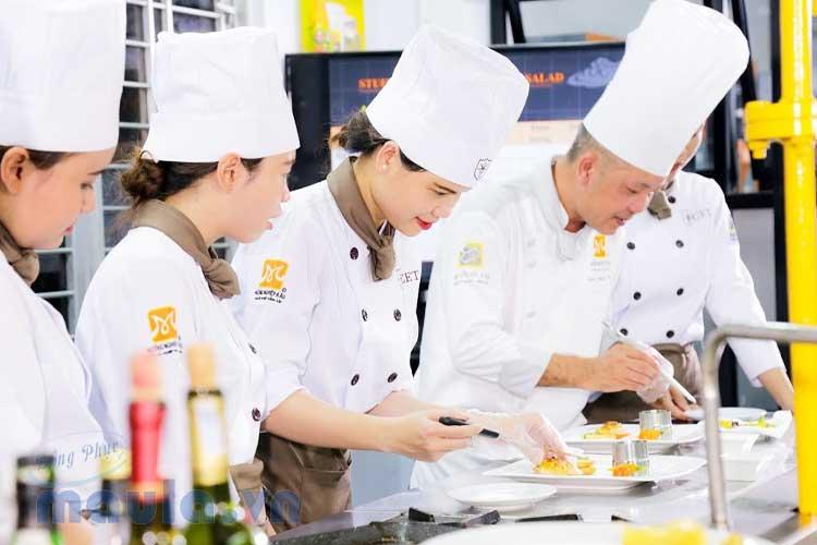 May đồng phục bếp thoải mái giá cả phải chăng trên thị trường