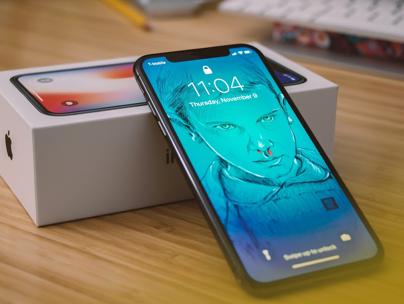 Lawsuit Alleges Apple Lied About iPhone X Display