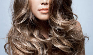 rambut diwarnai