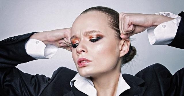 garip makyajlı kadın