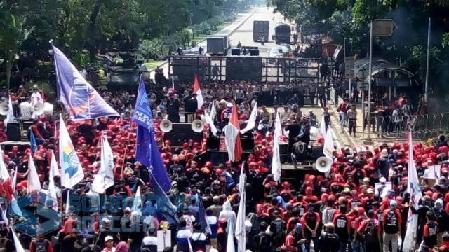 Dukung Prabowo, Buruh Longmarch Surabaya-Jakarta