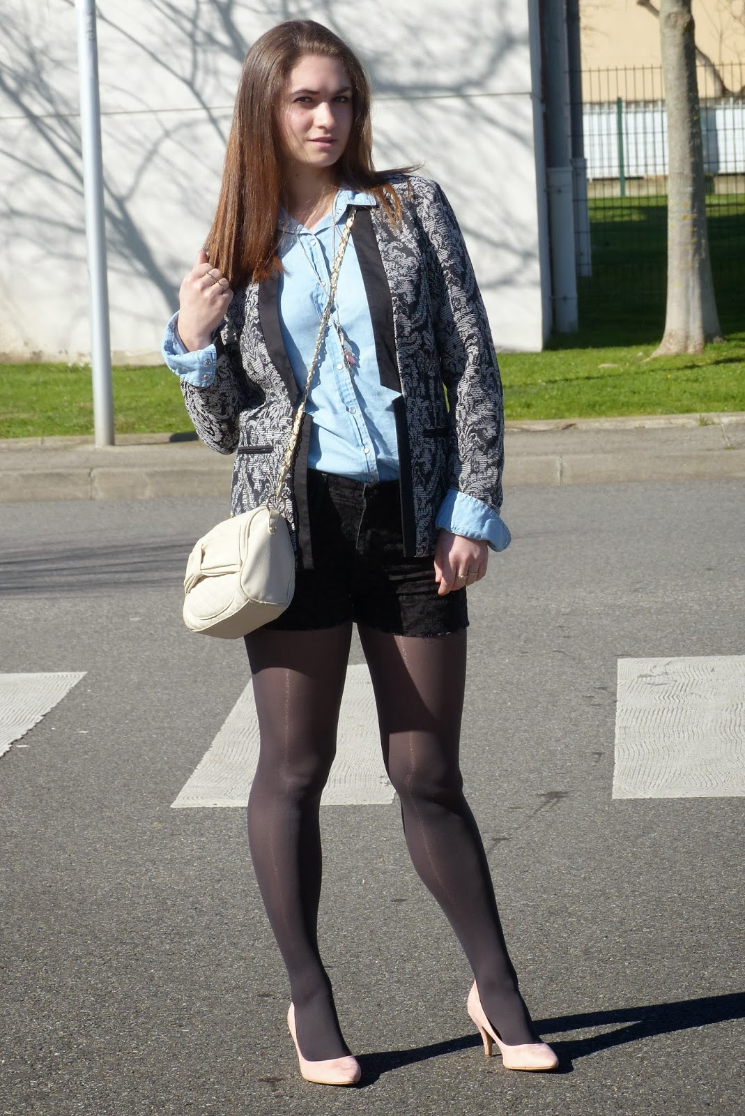 5083089f93f4 chaussure beige et collant noir