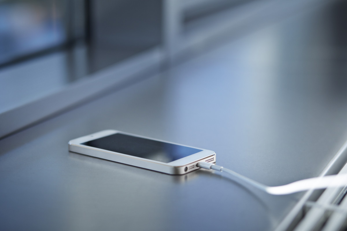 Why You Shouldn't Charge Your Mobile Phone Overnight [video]