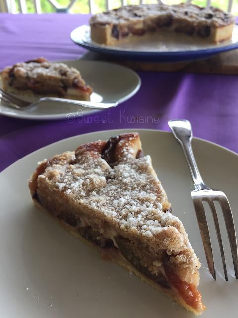 sweet kwisine, tarte, quetsches, prunes, crème, amandes, crumble, cannelle, pie