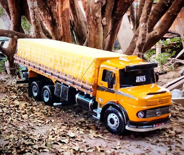mini caminhão mercedes brinquedo
