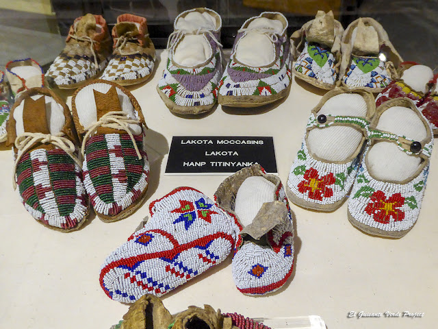 Colección de Mocasines - Akta Lakota Museum