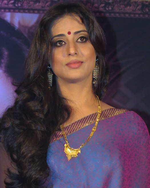 Mahie Gill Traditional Gold Chain And Stylish Chandelier Earrings