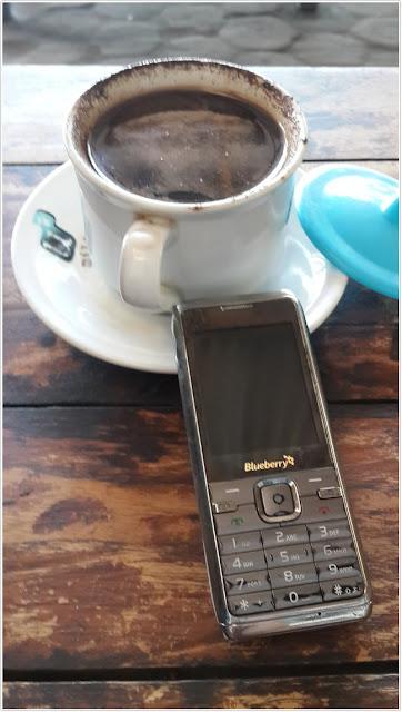 Secangkir kopi nikmat;Gaya Hidup Sederhana Namun Kaya