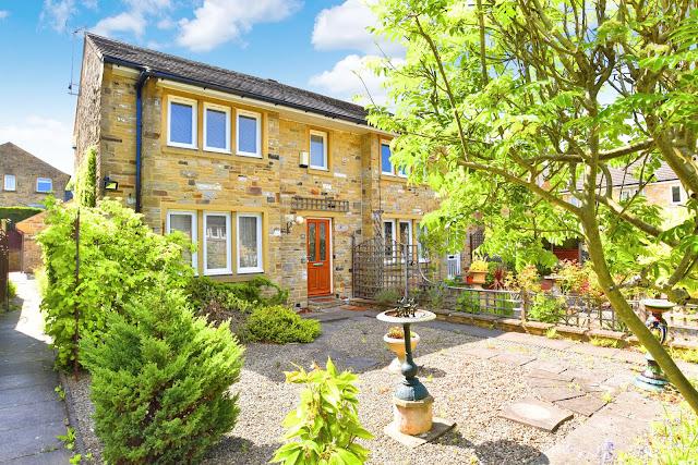 Harrogate Property News - 2 bed town house for sale Harlow Manor Park, Harrogate HG2