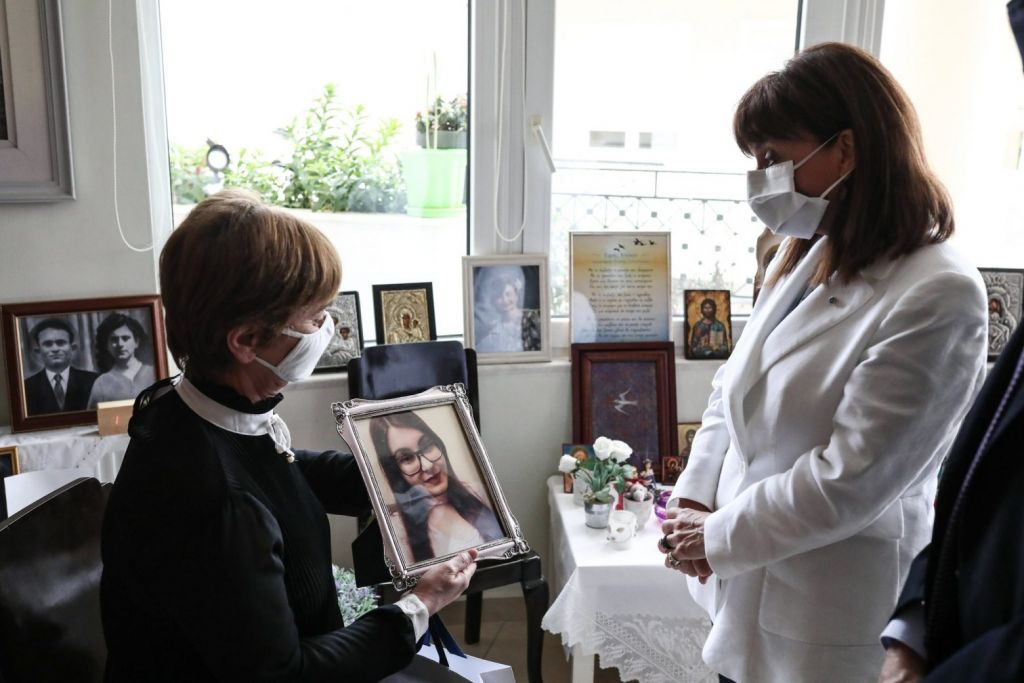 Σακελλαροπούλου: Συναντήθηκε με τους γονείς της Ελένης Τοπαλούδη
