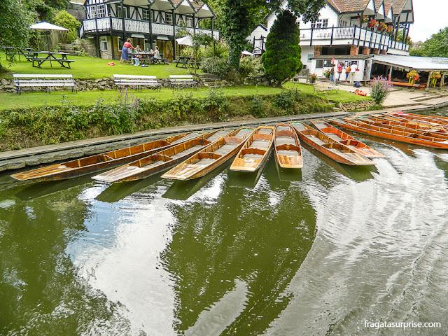Passeio de barco pelo Rio Avon em Bath, Inglaterra