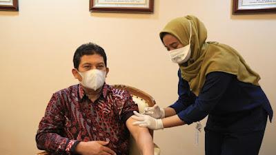 Duta BPJS Kesehatan Terima Vaksinasi Covid-19 Pertama