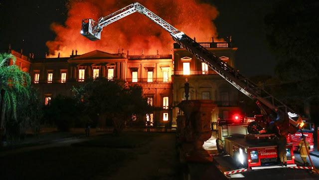 Image Attribute: National Museum in Quinta da Boa Vista in flames Photo: Uanderson Fernandes / Agência O Globo