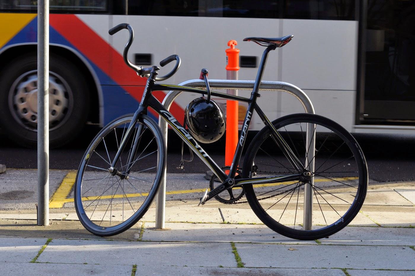 avanti, track, frame, pista pro, bespoke, fixie, bicycle, the biketorialist, tim Macauley, custom, customised, north terrace, Adelaide, blog, bike, fixed speed, shimano, mavic, fsa