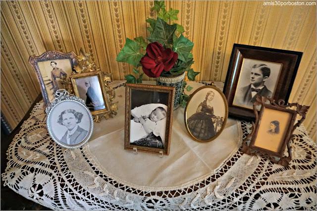 Fotos de los Hijos en el Salón de la Casa Museo de Harriet Beecher Stowe en Hartford, Connecticut