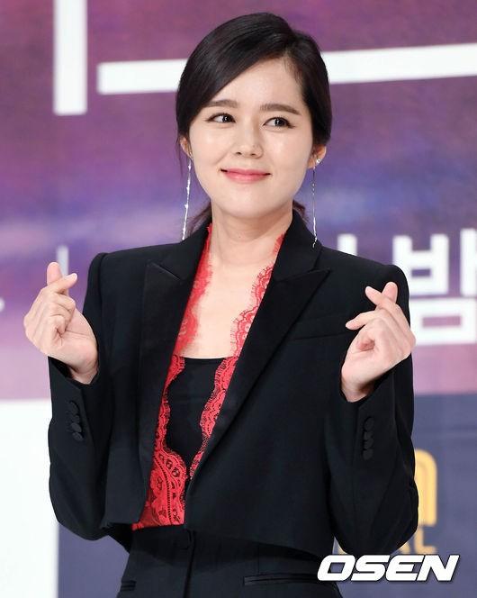 Han Ga In xinh đẹp ra mắt phim truyền hình mới sau 6 năm vắng bóng - Ảnh 4