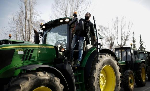 Διαλύει τους αγρότες η κυβέρνηση – Αυξάνεται πάλι στο 24% ο ΦΠΑ για τα αγροτικά εφόδια