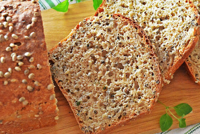 Chleb z ziarnami konopi