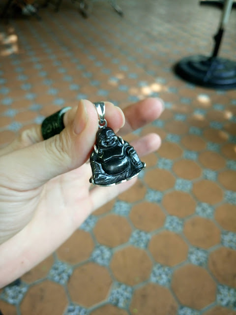 Mặt dây Phật Di Lạc chế tác bằng đá quý Sapphire thiên nhiên bọc bạc