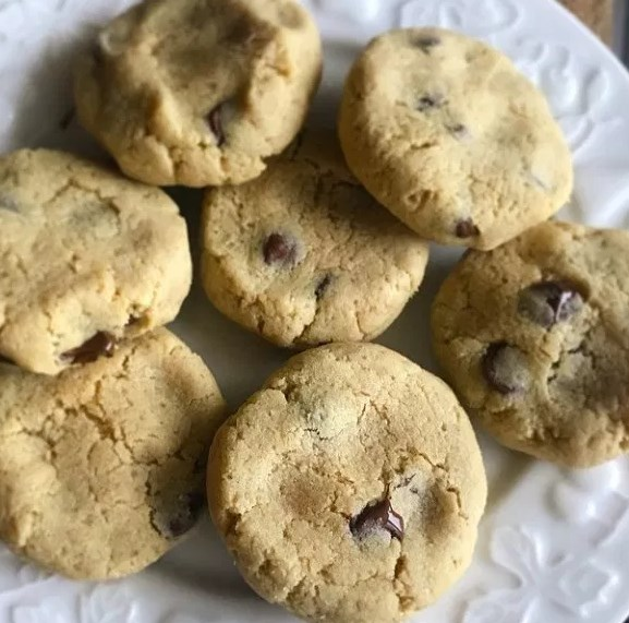 CHEWY KETO CHOCOLATE-CHIP COOKIES #ketogenicdiet #lowcarb