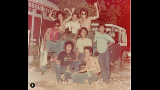 Beredar Foto Jokowi Muda Bertelanjang Dada