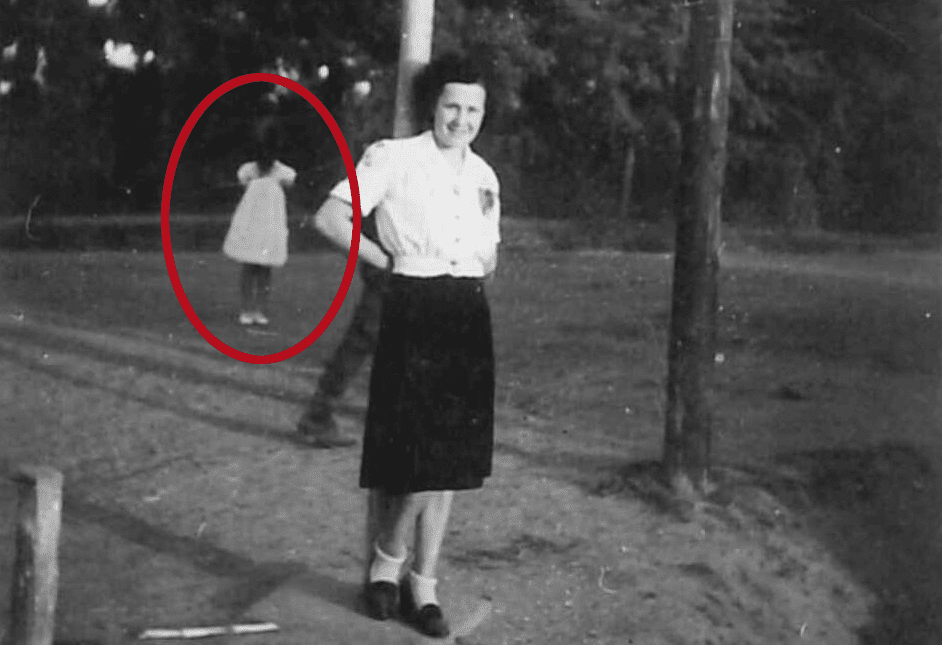 Elegant It Was Supposed To Be A Nice Trip Down Memory Lane, But Then Szigeti  Gyöngyi Discovered Something Sinister Captured In One Of Her Old Family  Photographs.