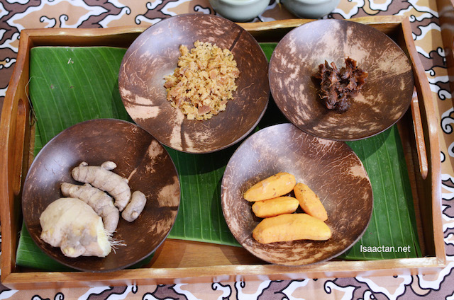 Ingredients to make Kunyit Asem Juice