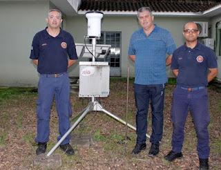 Prefeitura de Cajati recebe a instalação de pluviômetro automático
