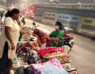 सड़क के किनारे कंबल बेचने वाली बुलबुल राय बनी कैंसर पीड़ित मरीजों की प्रेरणा | #NayaSaberaNetwork