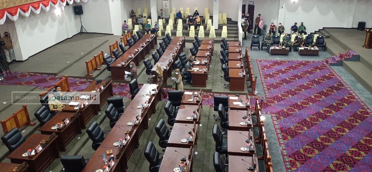 Hard Copy Jawaban Pemerintah Tidak Dibagi, Rapat Paripurna DPRD Kepri Diskor