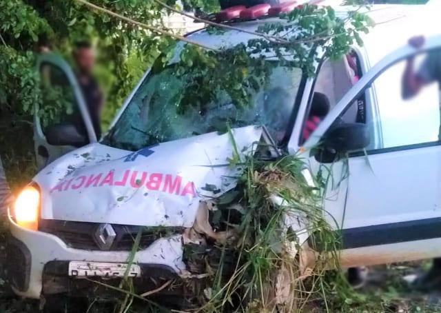 Mulher grávida perde bebê após acidente com ambulância em Itabuna