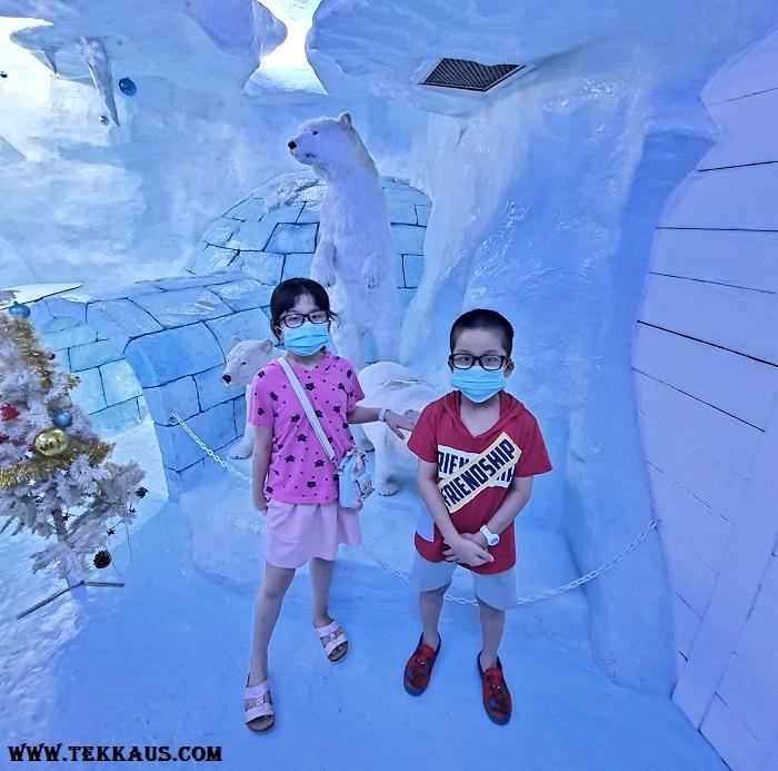 Ice Cafe Penang Polar Bears Snow Decorations