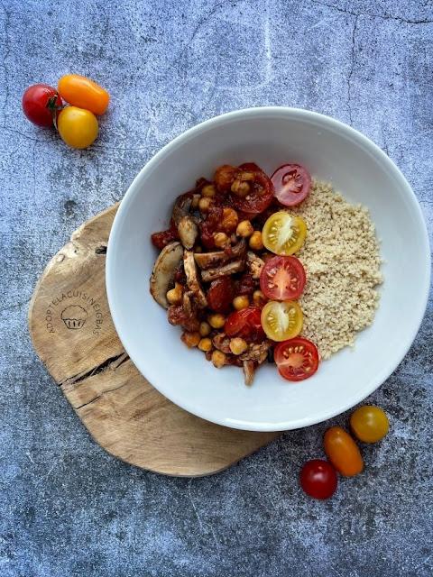 sSemoule complète sauce tomate, pois-chiches, champignons - Assiette vide-frigo