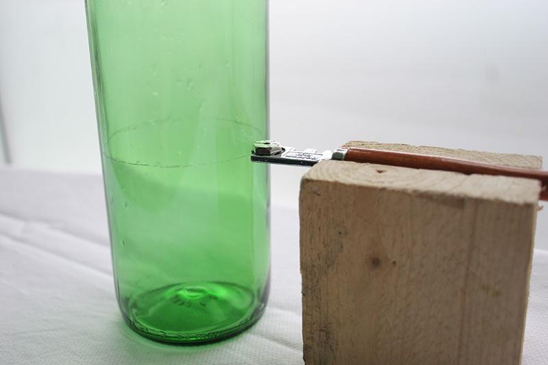 Decorar en familia_Reciclar vidrio: Cómo cortar botellas de cristal3