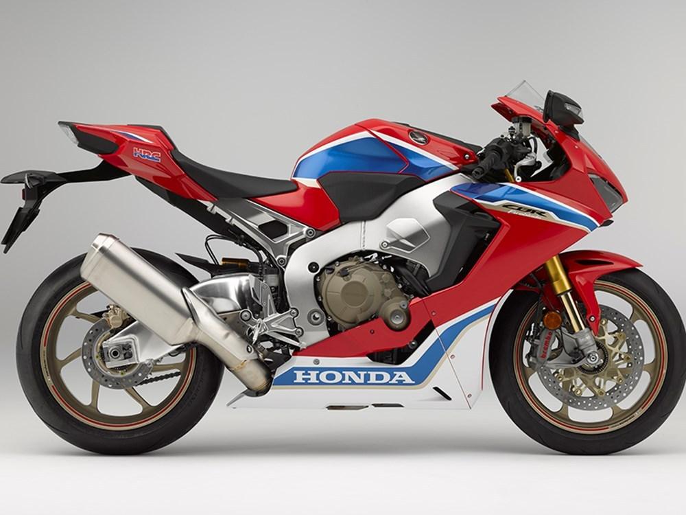 Hadir dengan membawa seabrek perubahan, inilah sosok Honda CBR1000RR Fireblade 2017 SP1 dan SP2 !