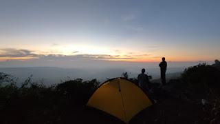 camping di tebing nemplek tuban