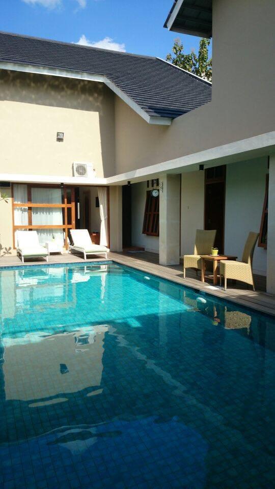 Rumah Mewah Kolam Renang Full Furnish Berkonsep Villa dan Guest House pinggir jalan area utara Hotel HYATT Palagan km 7