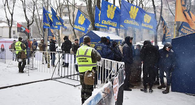 Polícia ucraniana impede cidadãos russos de votar nas eleições presidenciais 2018