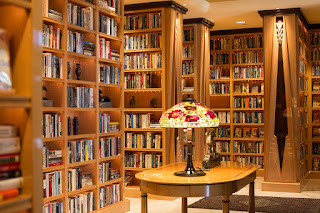 Красивая уютная библиотека