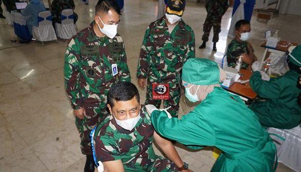 Vaksinasi Covid-19 Bagi Seluruh Personel Lantamal VI Makassar