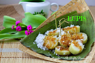 lupis-sticky-white-rice-with-melted-brown-sugar-and-grated-young-coconut