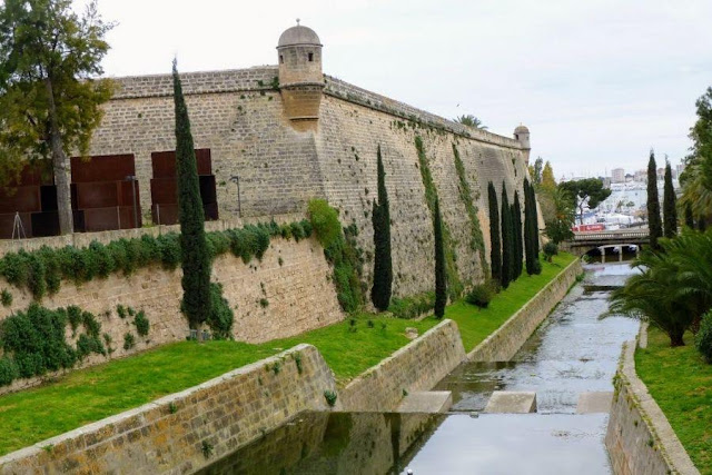 Things to see in Palma de Mallorca - Castle walls